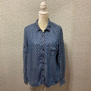 ❤️Maurices Light Blue Denim Ornament Button Shirt
